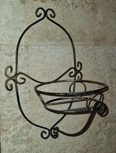 Кашпо металлическое - подставка навесная для цветов. Ширина 30 см