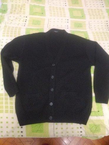 Muska nova - Srbija: Nov muški džemper Xl deblji- ima 2 džepa i odgovara bas toj veličini