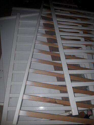 Kreveti-na-sprat - Srbija: Deciji krevetac,korišćen oko 2 godine,bele boje sa bočnim stranama