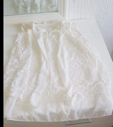 Cipkana bluz - Srbija: Bela,cipkasta bluzica,postavljena,nova,mozda je 2 x obucena.Velicina