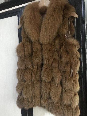 жилет лиса в Кыргызстан: Меховая Безрукавка размер S, Мех лисы, воротник Песец. Цвет рыжий