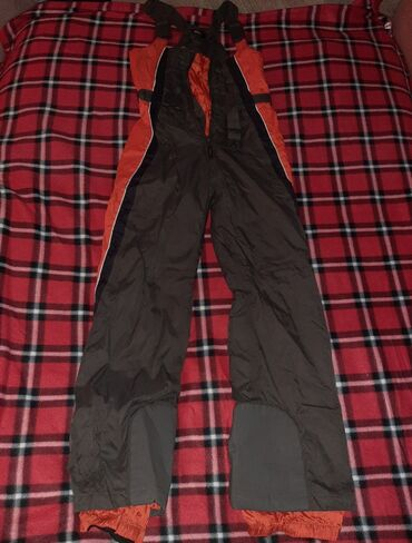 Sport i hobi - Veliko Gradiste: Zimske pantalone za sneg u odlicnom stanju,deciji model,broj