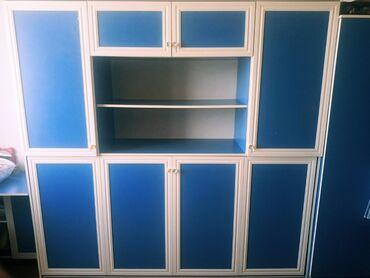 Большой шкаф со встроенной кроватью-трансформером и дополнительный