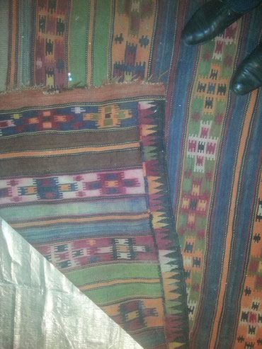Xacmaz rayonu Qaradağ-buduq kendinde yawi 68 den cox olan gedim xalca