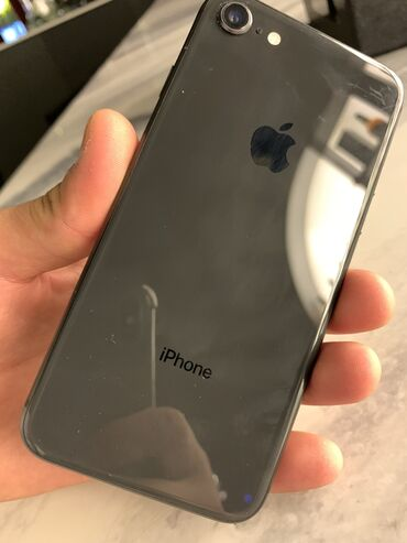 Продаю не спеша iPhone 8 на 64гб .Аккумулятор 80% Второй хозяин с 2017