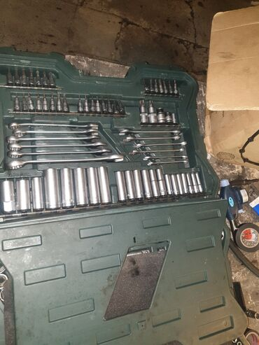 Срочно нужен деньги - Кыргызстан: Продаю набор инструментов хороший, нужны деньги 216 предметов пользова