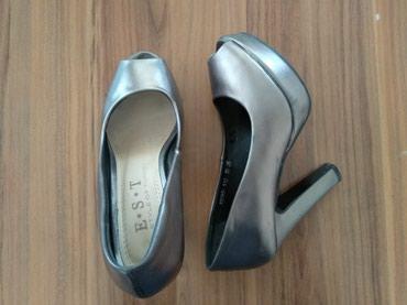 Женская обувь в Джалал-Абад: Туфли в хорошем состоянии