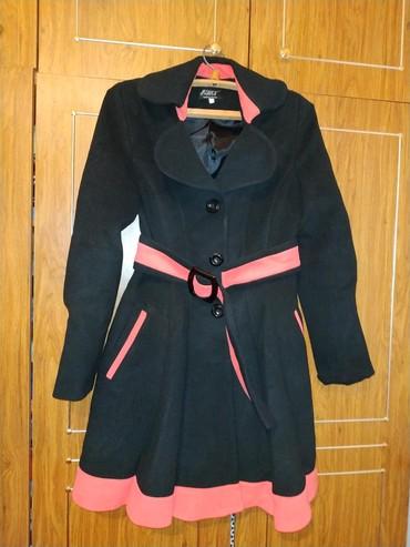 Женская одежда в Кызыл-Кия: Осеннее пальто,покупала в России за 5600 рублей,одевала пару раз