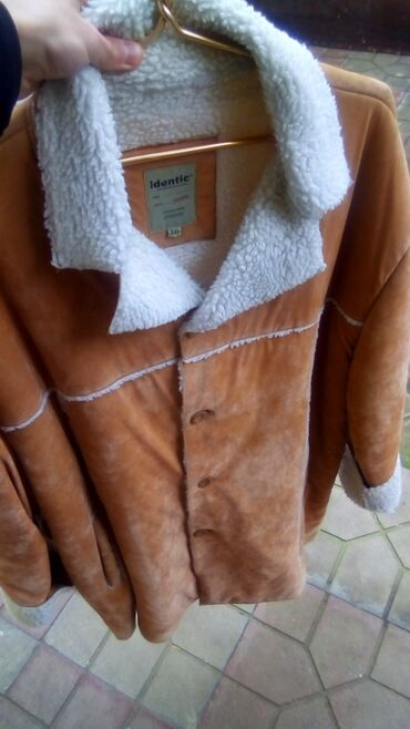 Palto xaricdən alınıb az geyilib artığ olduğuna görə dəyərinən ucuz