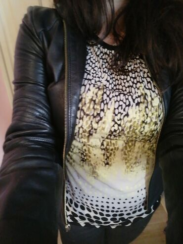 Prelepa i efektna bluza. Velicona od M do L. Materijal se rasteze