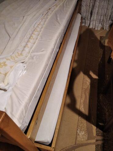 Nameštaj - Lazarevac: Dva kreveta jedan ispod drugog sa novim dusecima rucno radjeni puno