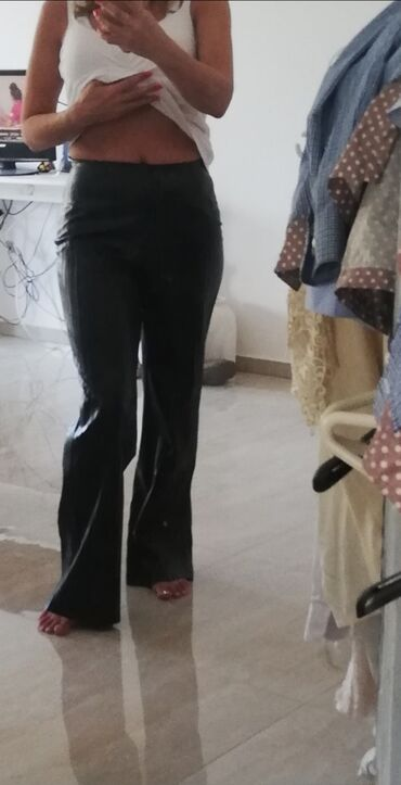 Od skaja - Srbija: Crne pantalone plisirane od skaja. Ravnog kroja, nove, dubokog struka