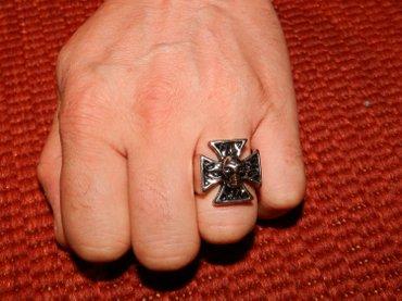 Prilikom - Srbija: Prsten iron cross sa lobanjom - čelik. Novo prstenje, vintage dizajna