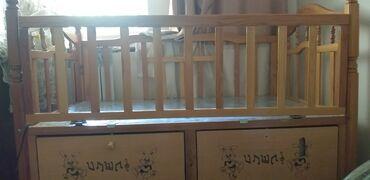 Детский мир - Кочкор-Ата: Детская кроватка продаю б.у. 2000 с него выросли,хотим побольше