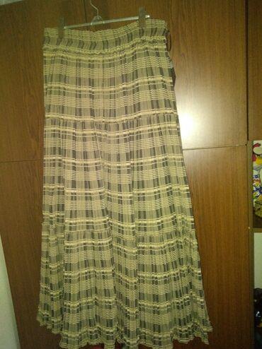 Duge suknje malo su nosene kao nove