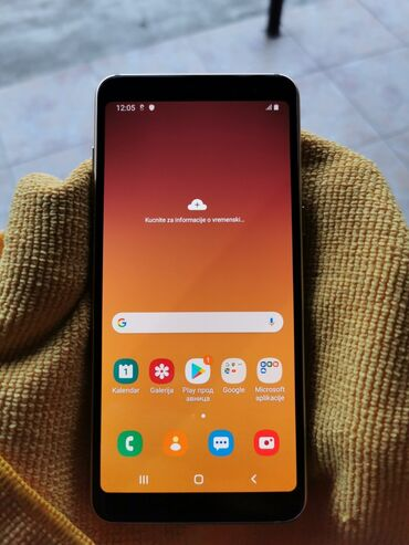 Mobilni telefoni - Sabac: Upotrebljen Samsung Galaxy A8 32 GB zlatni