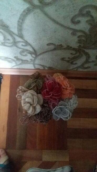 Цветы 6шт с бисерами месте вазой продаеться 1700с срочно