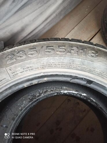 шина 18 в Кыргызстан: Продаю зимные шины размер 235.55.18 комплект 4 штук протектора 80%
