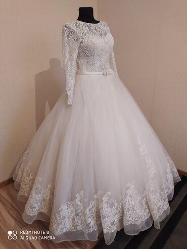 Свадебное платье очень красивое и пышное. Размер 44-46 .цвет белый. В