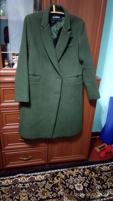 женская пальто в Кыргызстан: Пальто кашемировое 46 размер табачного цвета недорого новое