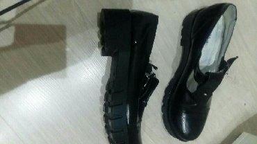 женская обувь в наличии в Кыргызстан: Продаю детскую обувь б-у в хорошем состоянии