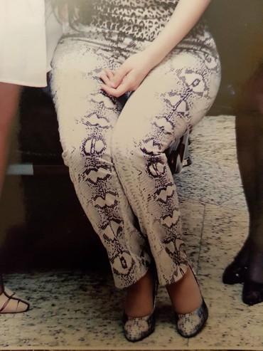 женские леггинсы со вставками в Азербайджан: Брюки (Испания) со змеиным рисунком .Покупала в Дубае. Носила мало