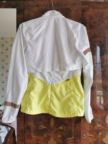 Prava koza jaknica konfekcijskom broju - Srbija: NIKE original suskava jaknica S kao nova, nosena 4,5x. Kupljena u NIKE