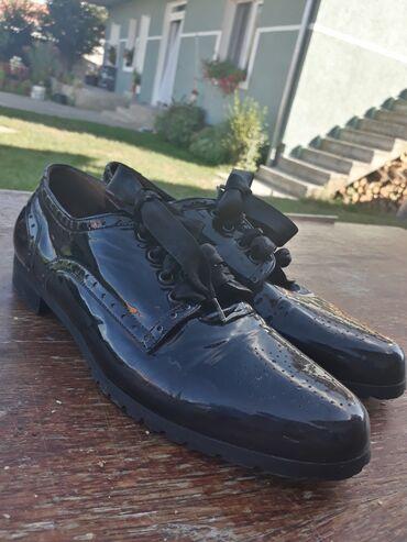 Muske cipele - Srbija: Muske cipele za decu PolovneBroj cipela 39Cipele su iz Italije