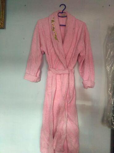 махровые халаты бишкек in Кыргызстан   ДОМАШНИЕ КОСТЮМЫ: Женский махровый халат пр Турция, размер 50,в хорошем состоянии, цена