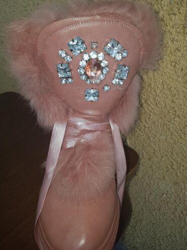 Ženska obuća | Vrsac: Roze cizmice sa krznom kao nove, samo jednom obuvene