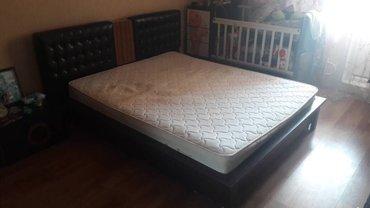 Продаю двуспальную кровать с тумбами.  в Бишкек