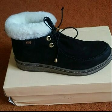 детские шапки на меху в Кыргызстан: Абсолютно новые зимние ботиночки. Фирма baver. Турция. Смотрятся клас