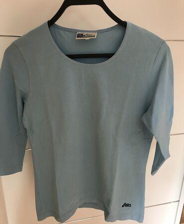 Asics majica bez ostecenja.Naznacena velicina M.  Mere- duzina 57, ram