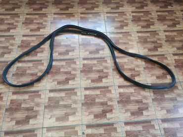 Mitsubishi Delica резинка крышки багажника, Митсубиси Делика