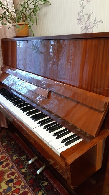 """пианино чайка в Кыргызстан: Продаю пианино """" Чайка"""", коричнегого цвета. Все вопросы по телефону"""
