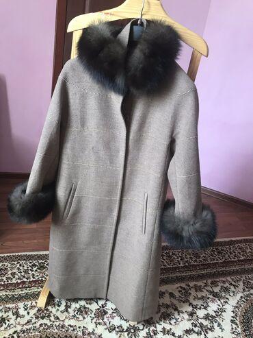 Зимнее пальто в отличном состоянии, внутри подклад, мех натуралка