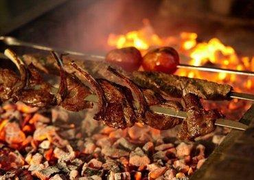 Bakı şəhərində Restorana kababçı aşbaz tələb olunur.Ə/h gün 25 man.İş vaxtı 10-23