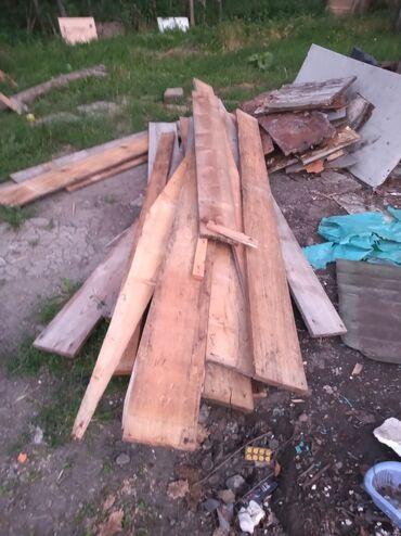 Materijali za izgradnju i popravke - Srbija: Prodajem gradnju za supu ili garažu(godine,stubovi,gredice) stajalo