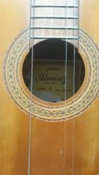 Almirez gitara kupljena 80 godine. Gitara je ručni rad radjena u - Pancevo