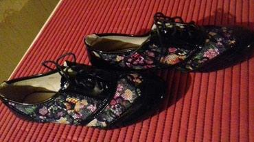 Cipele, kombinacija laka i cvetica, broj 40, nove. - Zajecar