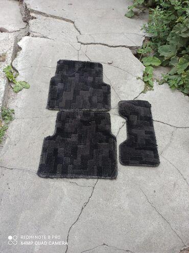 Аксессуары для авто в Лебединовка: Продам задний комплект ковриков Субару Форестер сг5. Состояние