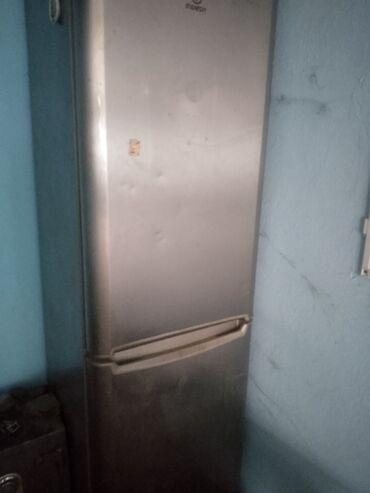 Требуется ремонт Двухкамерный Серый холодильник Indesit