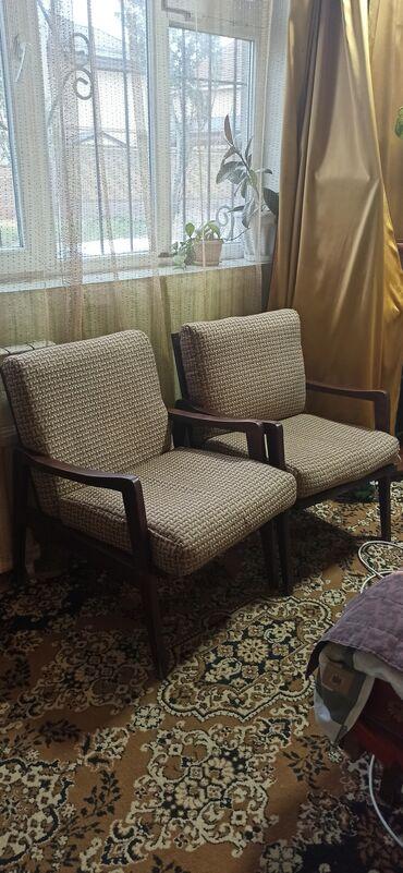 Кресло. Два кресла в отличном состоянии.Очннь удобные.1500 сом
