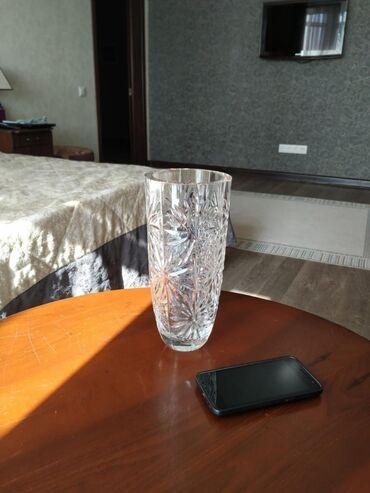 В связи с переездом, продаю антикварные хрустальные вазы. Цены