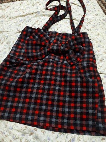 Очень красивая теплая юбка.В идеальном состоянии. Размер XS .Сбоку