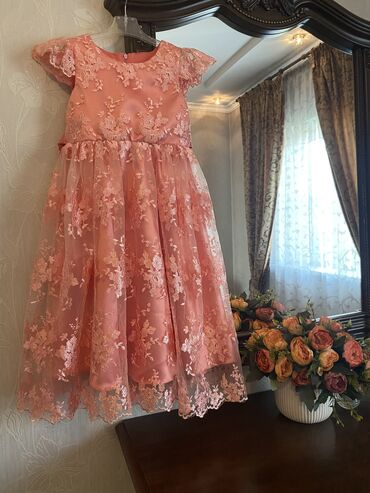 dresses в Кыргызстан: Нарядное длинное детское платье 5/6 лет