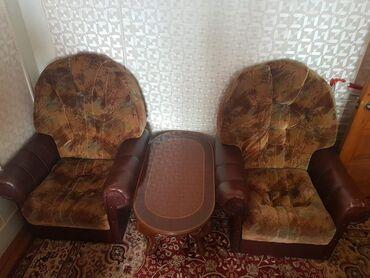 Продаётся диван, 2 кресла и журнальный столик. Цена всего комплекта