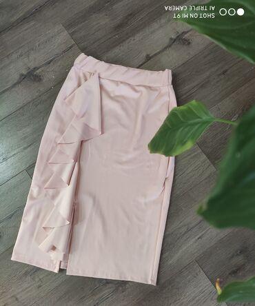 Suknje vel S Obe za 1500 din Nemaju etiketu ali nisu nosene
