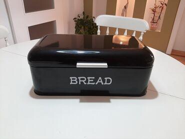 Limena kutija za hleb u crnoj bojiPotpuno nova, nekoriscena.Dimenzije