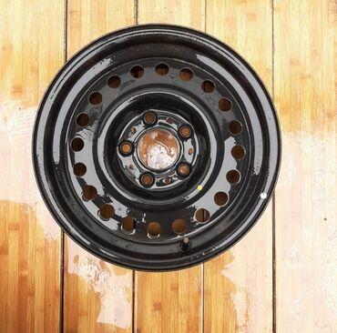 На BMW 34 комплект дисков широкие. Только звонки